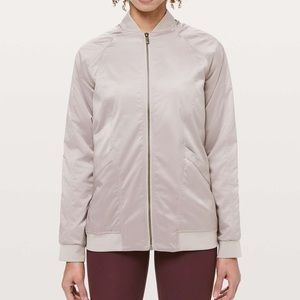 lululemon trace back bomber - dark chrome sz 8
